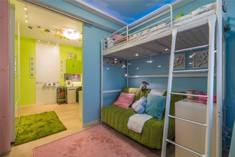 Кровать-чердак в интерьере детской комнаты